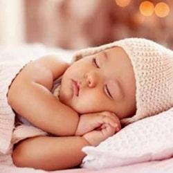 Когда ребенку можно спать на подушке?